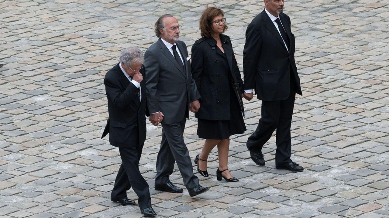 La succession Dassault est organisée depuis longtemps. Le capital du holding familial est déjà réparti entre les enfants (Olivier, deuxième à partir de la gauche) et les petits enfants de la famille Dassault.