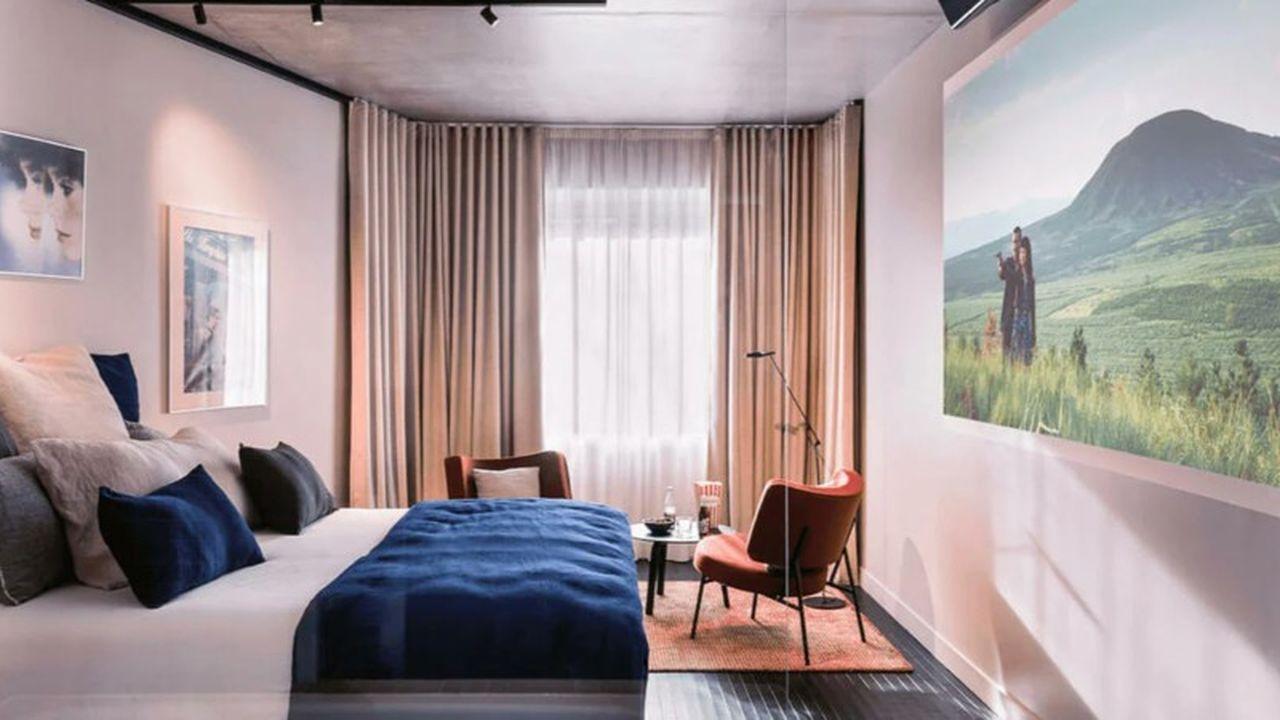 Une chambre de l'hôtel cinéma mk2 à Nation, dans le 12e arrondissement de Paris.