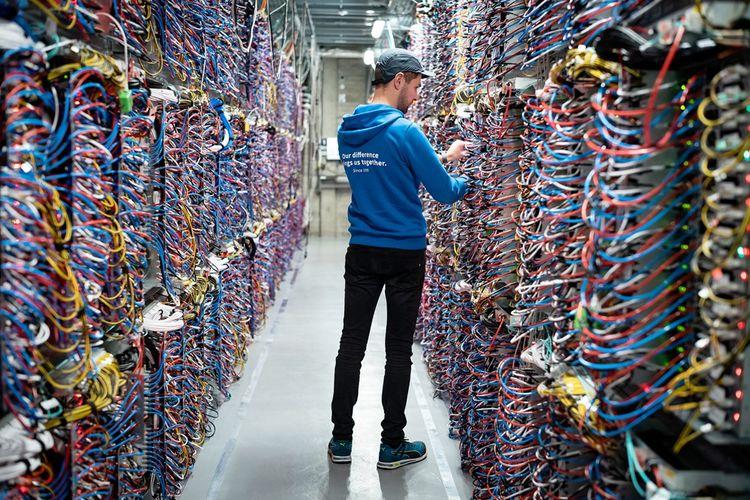 Un des 32 data centers gérés par OVHcloud - depuis l'intérieur.