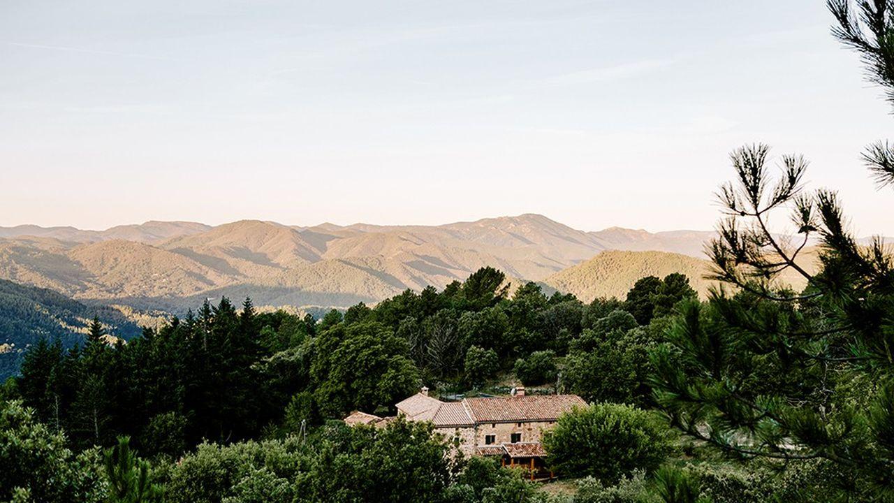 Une maison rien que pour soi dans la nature (ici dans le Gard), accessible en voiture depuis chez soi : c'est la nouvelle tendance du tourisme en période de crise sanitaire. Et Airbnb s'est parfaitement positionné pour cela.