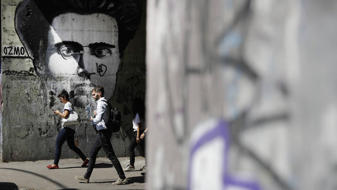 Le philosophe Antonio Gramsci, membre fondateur du Parti communiste italien, a développé le concept d'«hégémonie culturelle» partant du postulat que la conquête du pouvoir présuppose celle de l'opinion publique.
