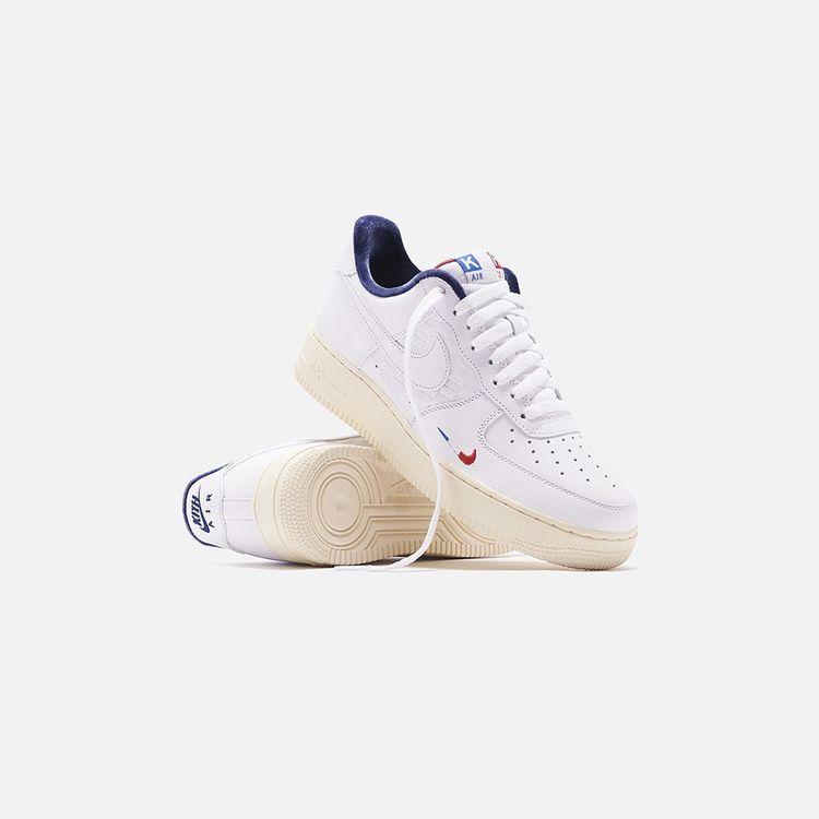 Le sneakers Air Force 1, nés de la collaboration entre Kith et Nike.