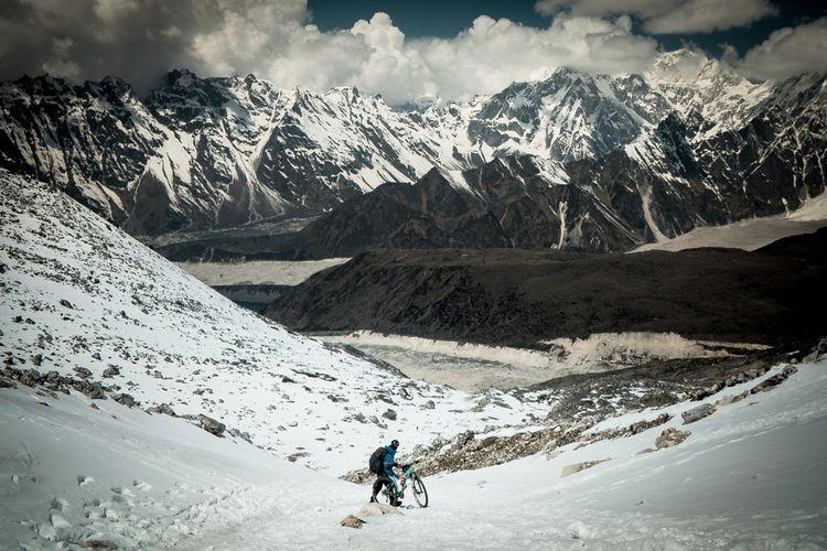 L'aventurier francilien est l'un des très rares cyclistes à avoir fait «The Great Trail» dans la chaîne montagneuse de l'Himalaya, en 2017.