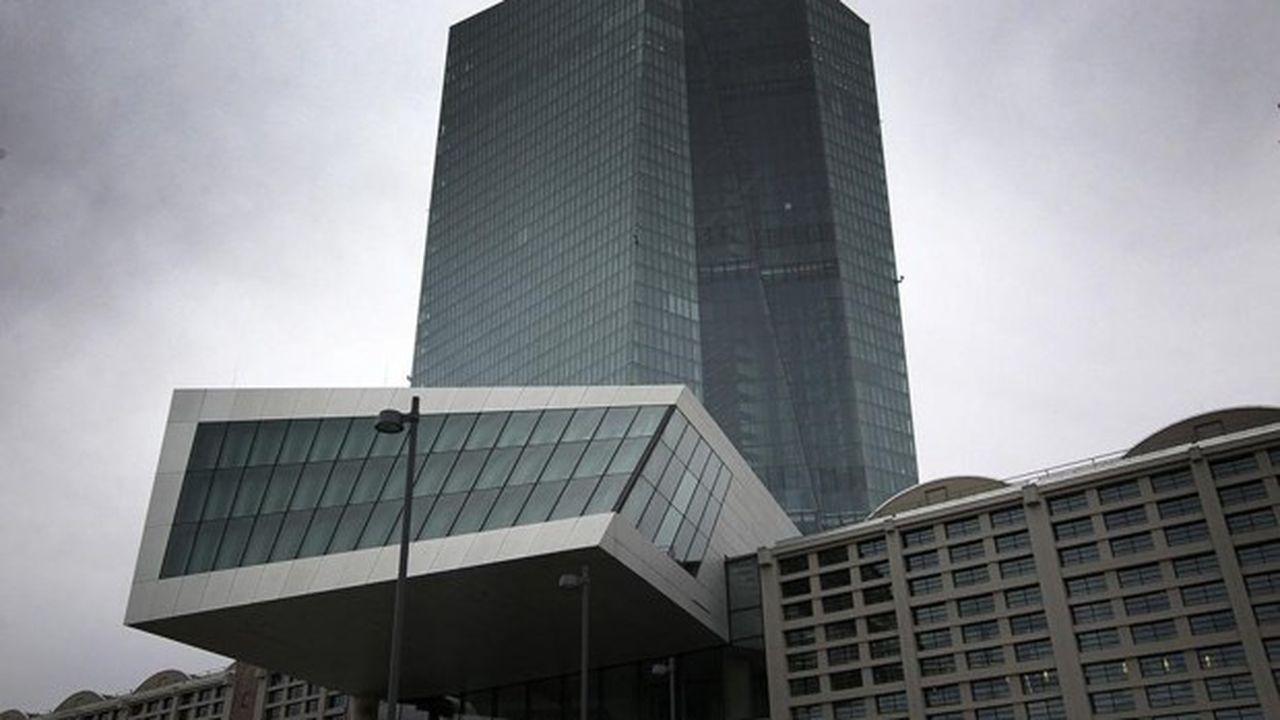Nonostante la richiesta della BCE di un'estrema moderazione sui bonus, il numero di banchieri milionari è cresciuto in Deutsche Bank.