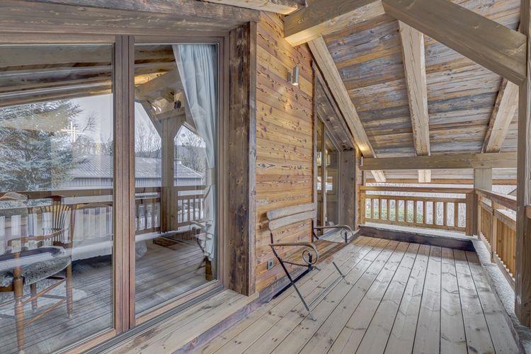 L'une des deux chambres bénéficie d'un balcon orienté plein ouest.