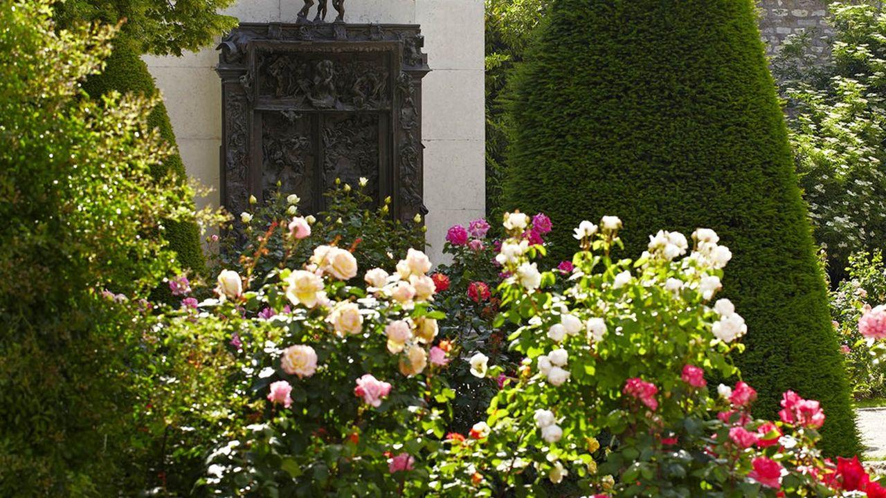 « La Porte de l'enfer », dans le jardin du musée Rodin, résume son oeuvre tout entière.