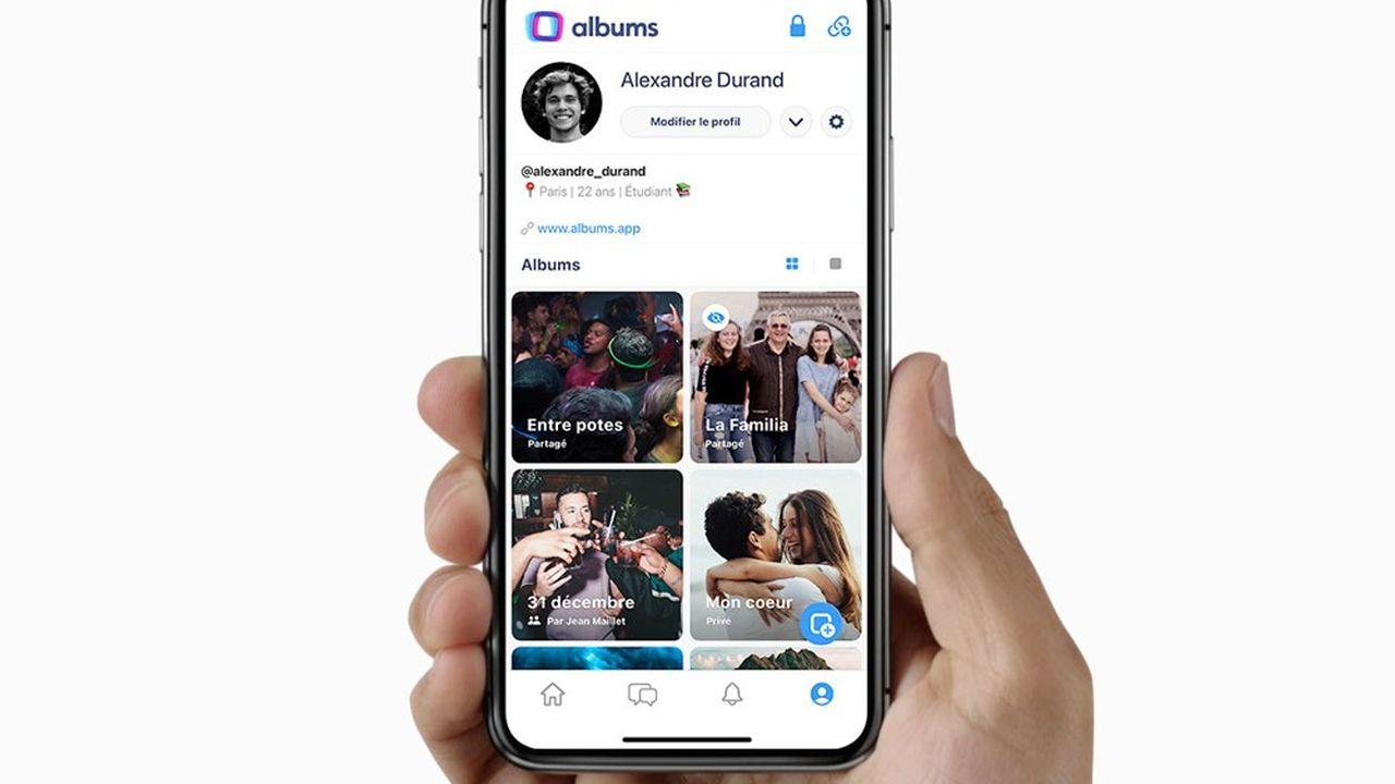 Albums reprend tous les meilleurs codes des réseaux sociaux pour les adapter aux besoins spécifiques de l'organisation et du partage de photos et vidéos.