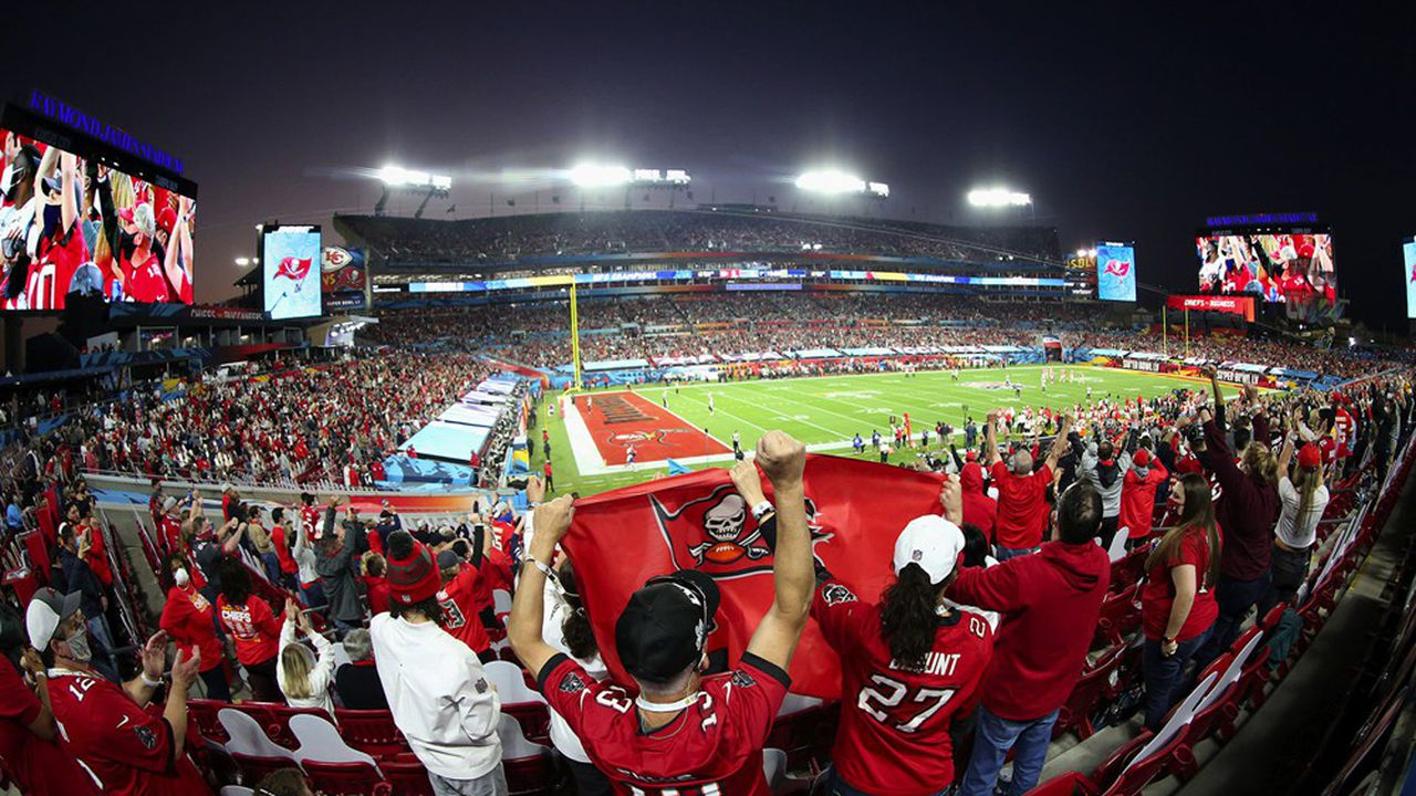 Le Super Bowl, finale du championnat de football américain, est l'événement télévisuel le plus regardé chaque année aux Etats-Unis. Il est l'un des éléments qui explique la folie autour des droits TV négociés par la NFL.