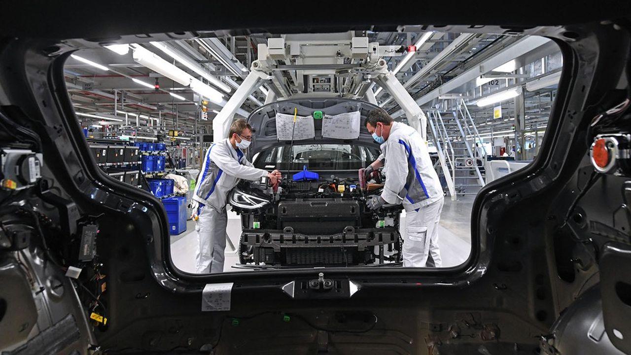 L'horizon réglementaire du moteur thermique s'est singulièrement obscurci ces derniers mois, ce qui pousse les constructeurs à s'en détourner.