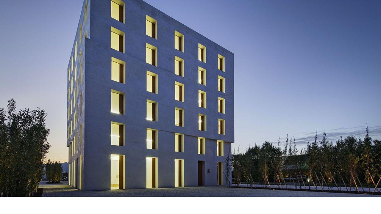 Au siège de Baumschlager Eberle, l'agence d'architecture qui l'a conçu en Autriche, la température intérieure reste toujours comprise entre 22 et 26 degrés, malgré l'absence de chauffage et de climatisation.