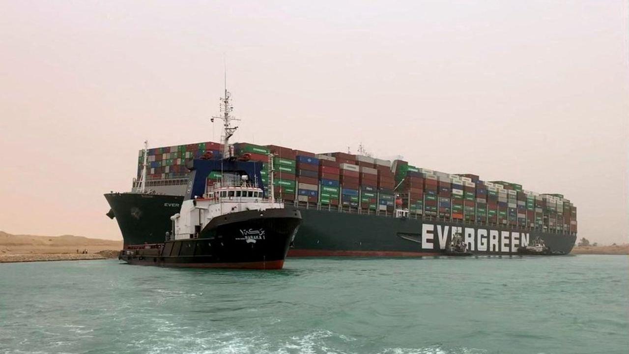 L'«Ever Given», un porte-conteneurs de 400mètres de long (un des plus grand au monde) et de 219.000tonnes, affrété par la compagnie Evergreen Marine Corp, est actuellement échoué en travers du canal de Suez.