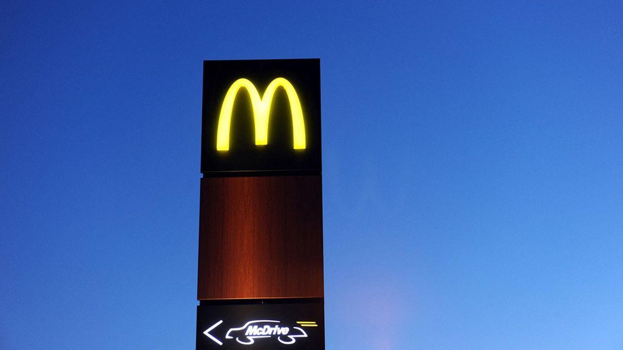 Implanté en France depuis 1979, McDonald's France compte quelque 75.000 collaborateurs et prévoit de dépasser les 1.500 restaurants dans l'Hexagone avec une trentaine d'ouvertures en 2021.