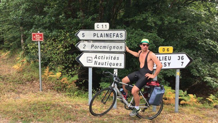 La France est la deuxième destination mondiale pour le cyclotourisme, Tom en profite.