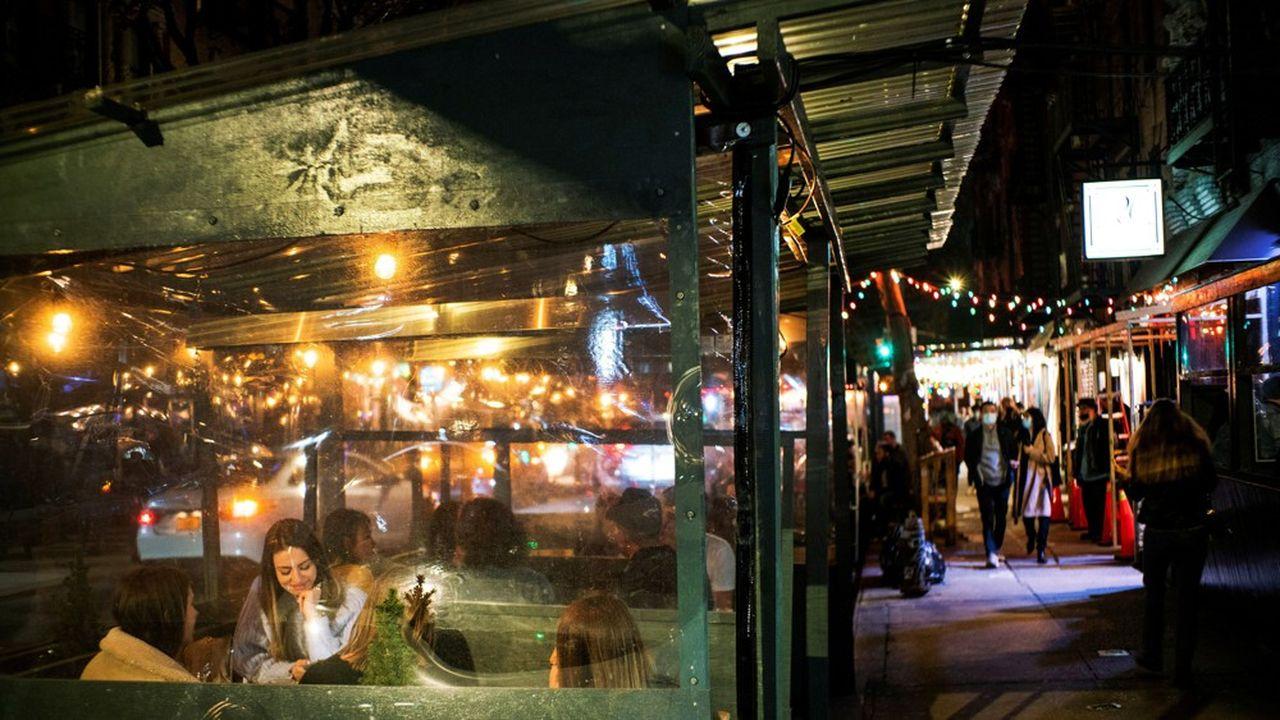 A New York, les restaurants ouvrent à nouveau. Mais le plein-emploi ne sera atteint qu'en 2022.
