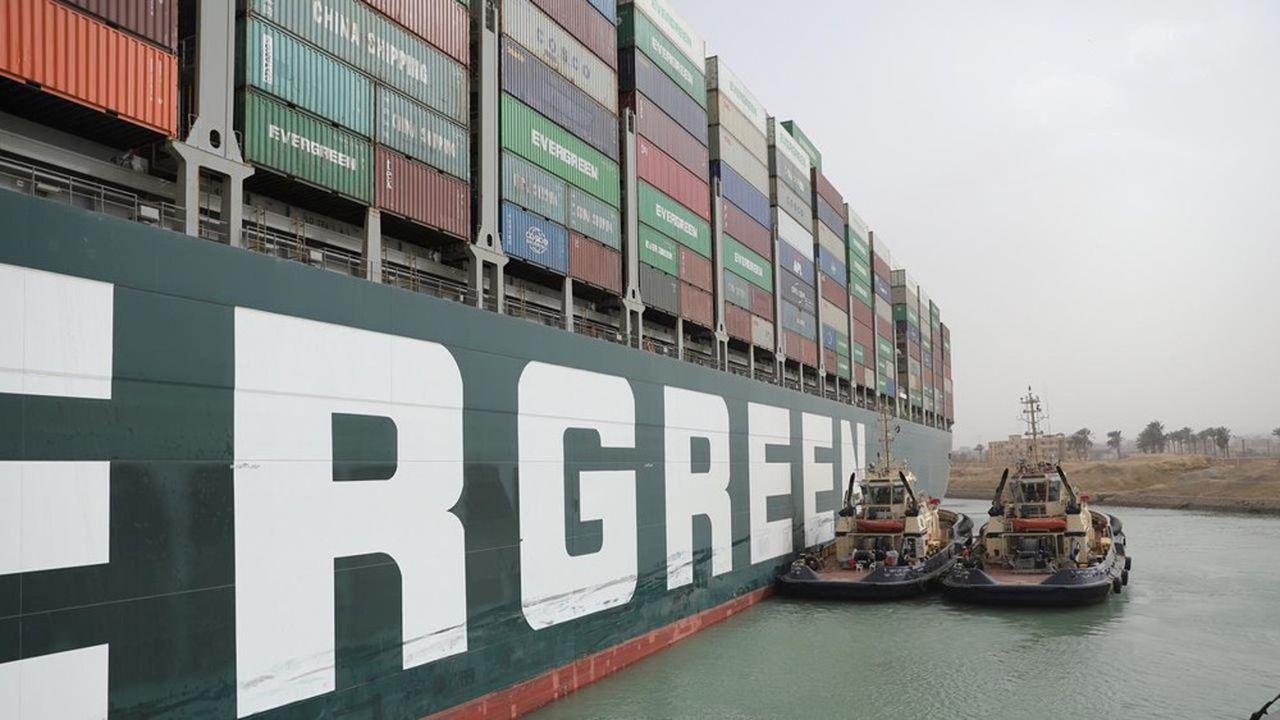 Le porte-conteneurs géant «Ever Given», affrété par l'armateur taïwanais Evergreen, bloque depuis la nuit de mardi à mercredi l'une des routes maritimes les plus empruntées au monde.