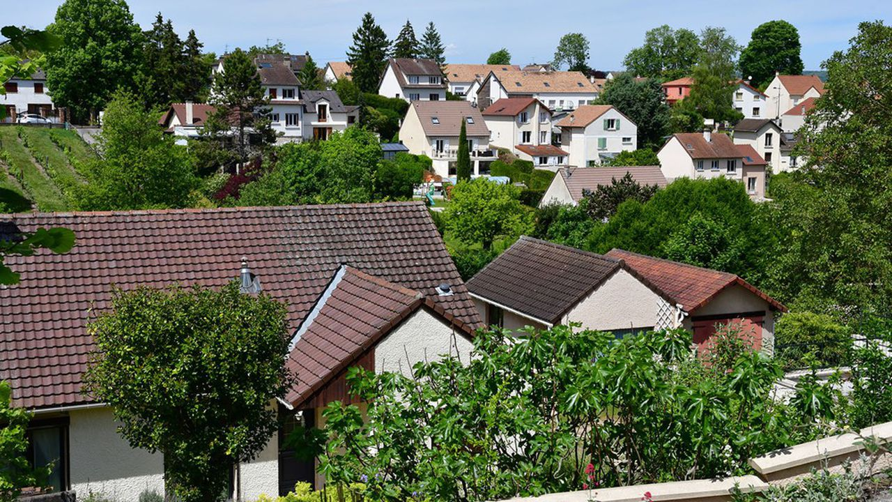 Les maisons de banlieue - ici à Verneuil-sur-Seine dans les Yvelines -, sont de plus en plus recherchées par les aspirants à la propriété en Ile-de-France.