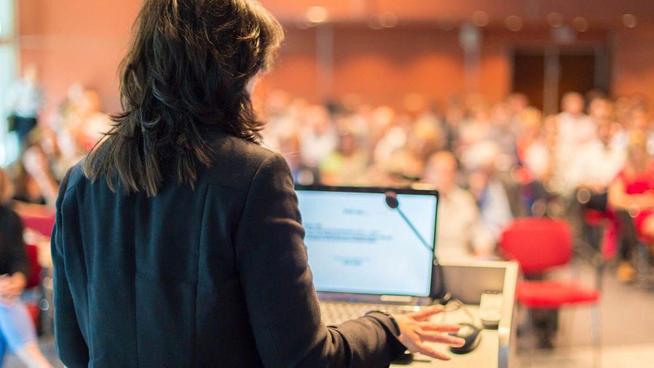 Les gestionnaires prennent en compte le nombre et la place des femmes dans l'organigramme, mais aussi la politique de rémunération salariale, les programmes engagés en faveur de la diversité, de la promotion et du leadership des femmes dans le management.