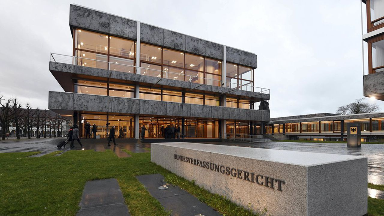 La Cour constitutionnelle allemande a exigé du président allemand Frank-Walter Steinmeier de ne pas promulguer la loi approuvant le plan de relance européen.