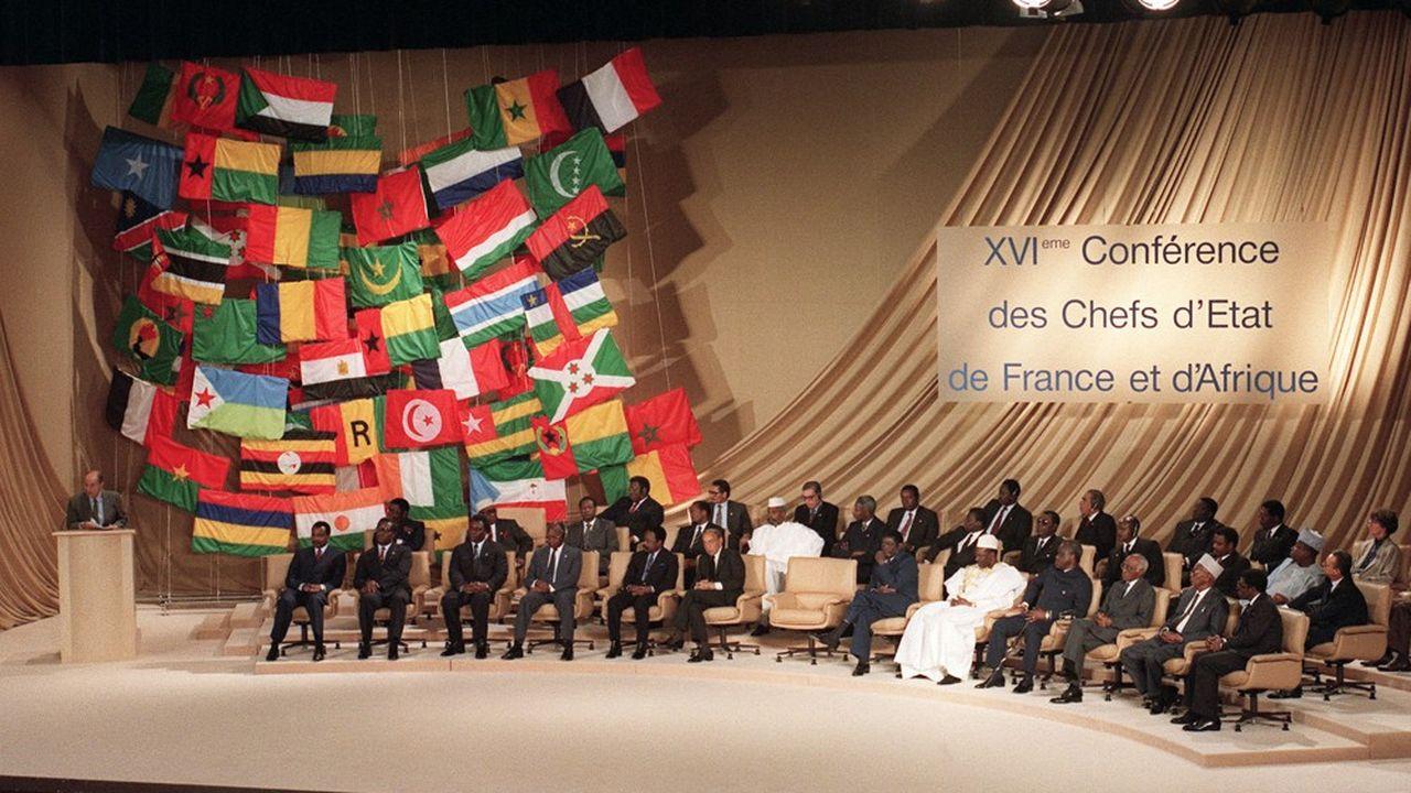 A La Baule, en juin1990, François Mitterrand, exprime, devant des chefs d'Etat africains, dont le président du Rwanda Juvénal Habyarimana, son ambition de lancer un nouveau partenariat avec l'Afrique.