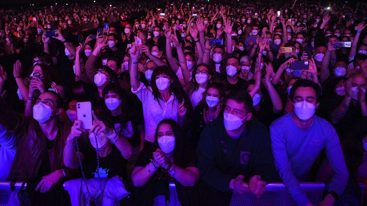 Lors de ce concert test à Barcelone, il s'agissait de prouver que ce moment partagé était sans risque, pourvu qu'on y respecte les normes préétablies.