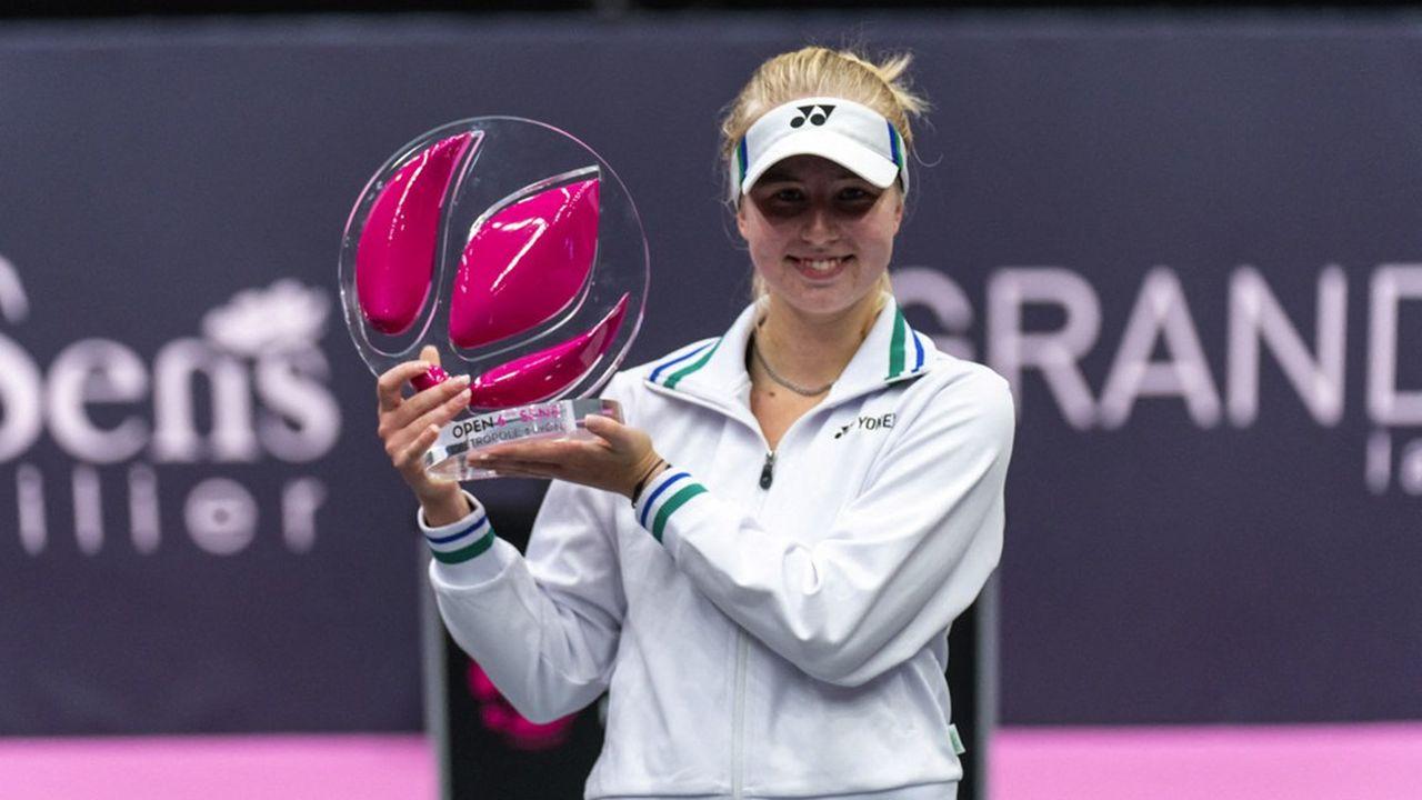 Un prix, trophée ou distinction est un coup de projecteur qui, s'il est par essence éphémère, peut permettre néanmoins d'étendre plus durablement sa zone d'influence (en photo: la joueuse de tennis danoise Clara Tauson, qui a remporté son 1er titre sur le circuit WTA, à Lyon).