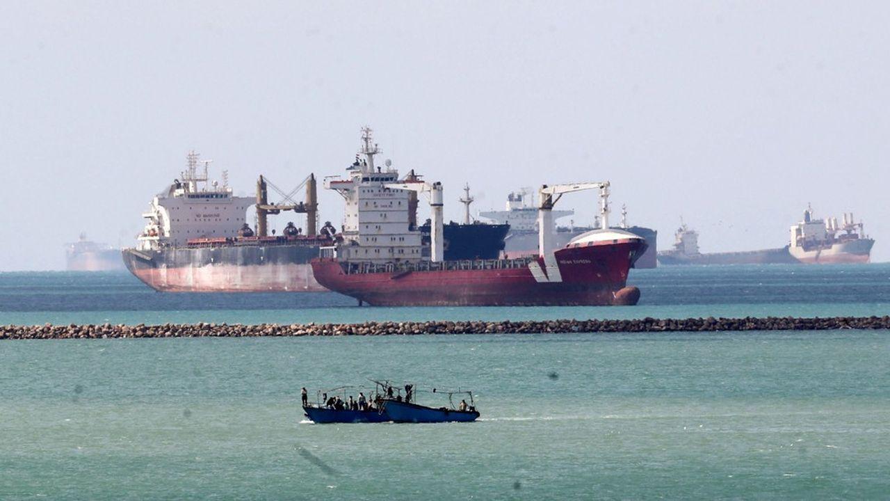 Les autorités du Canal ont affirmé que l'Egypte perdait entre 12 et 14millions de dollars par jour de fermeture.