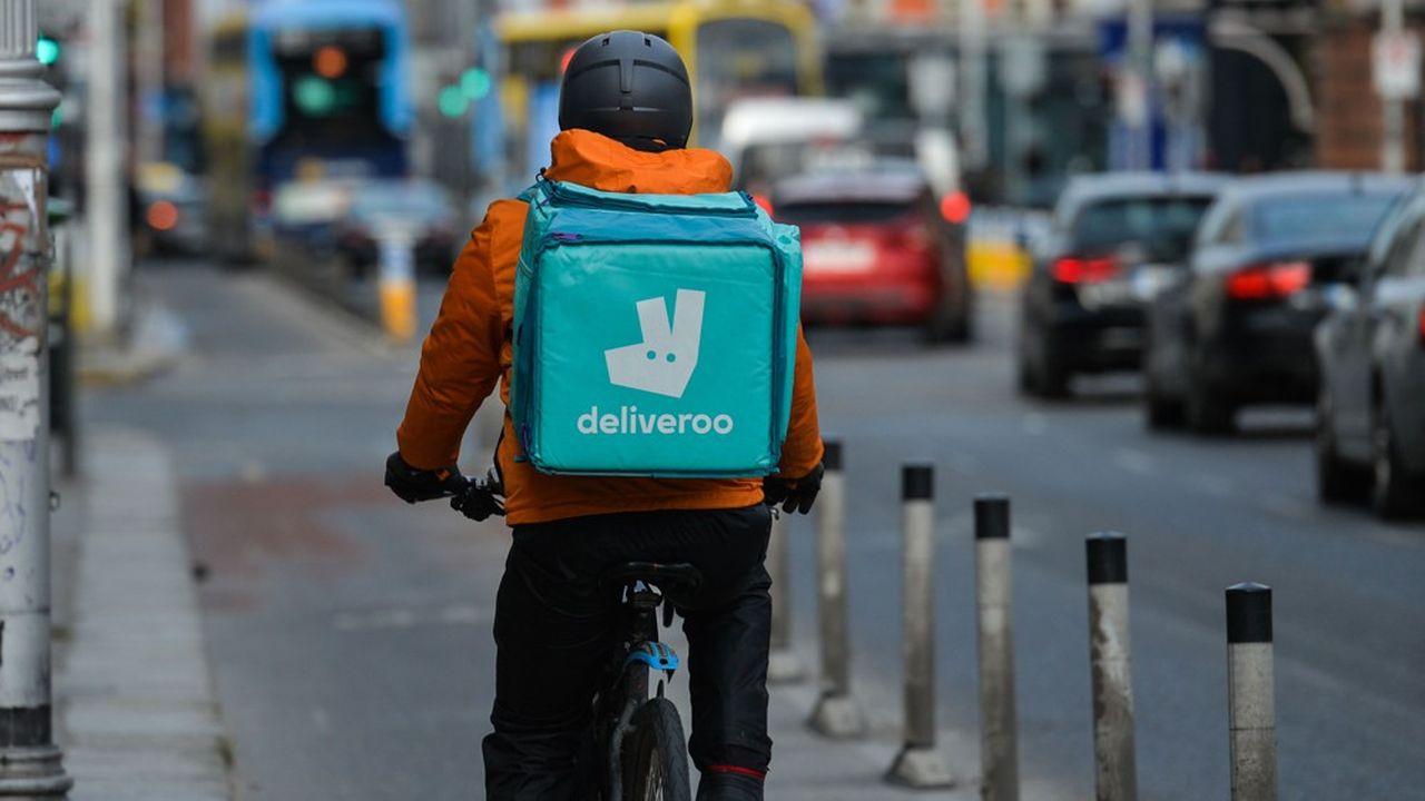 La société Deliveroo, qui emploie 2.000 personnes, travaille avec 115.000 restaurants dans 800 villes dans le monde et compte quelque 100.000 livreurs.