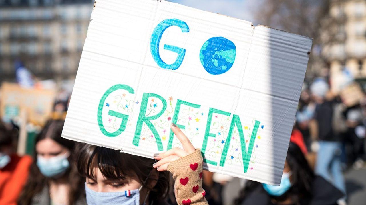 Plusieurs syndicats étudiants demandent à ce que la question environnementale soit traitée dans tous les cursus de l'enseignement supérieur.