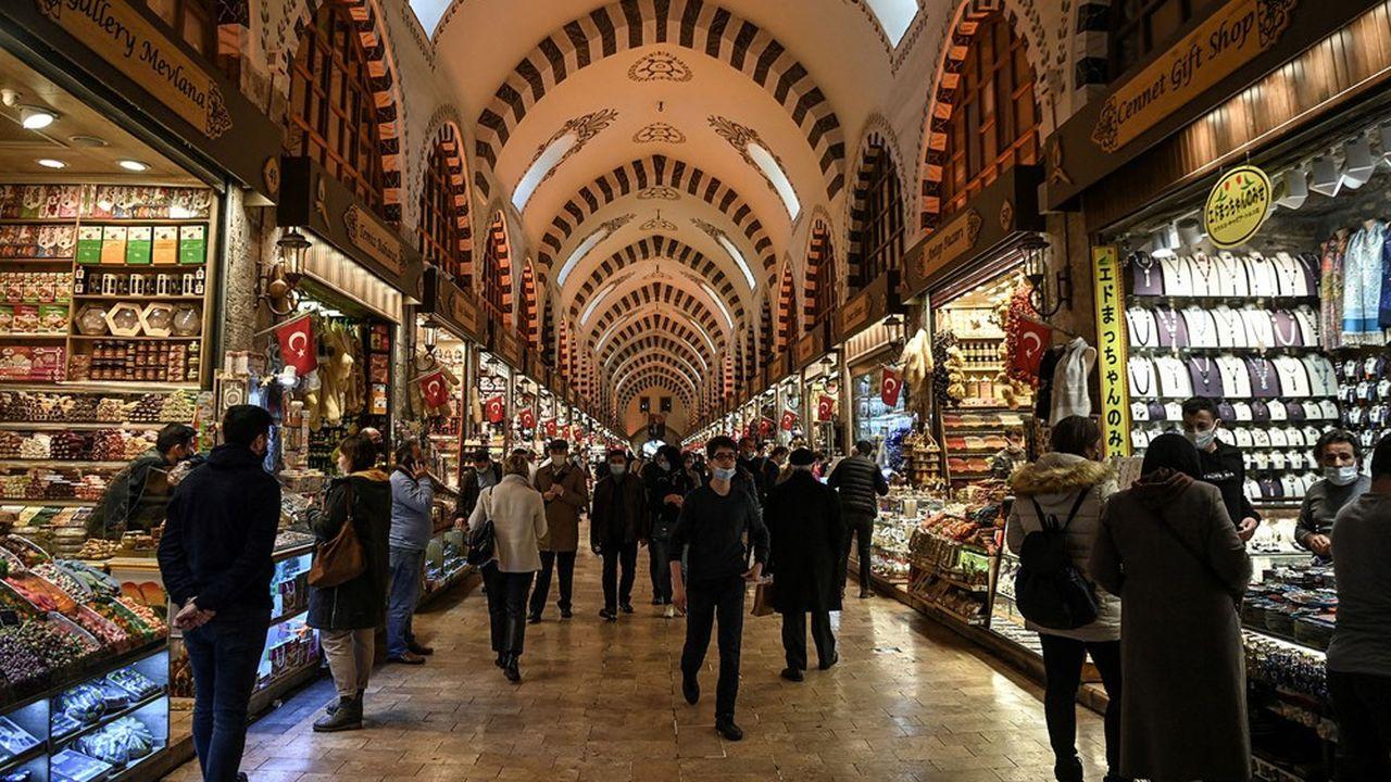 Confrontée à l'inflation, la Turquie redoute le ralentissement économique provoqué par la hausse des taux d'intérêt