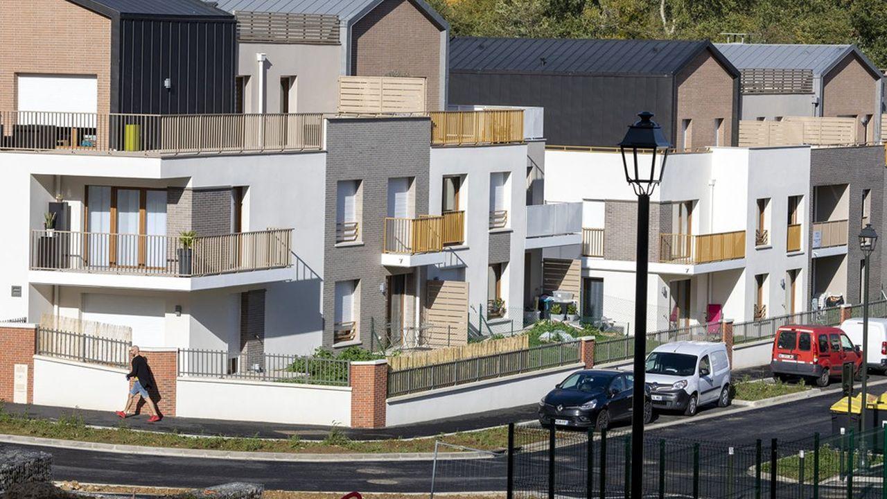 Les prix de l'immobilier en banlieue parisienne continuent d'augmentersous le double effet de ceux, encore très élevés à Paris, et du besoin d'espace cristallisé par la crise sanitaire.