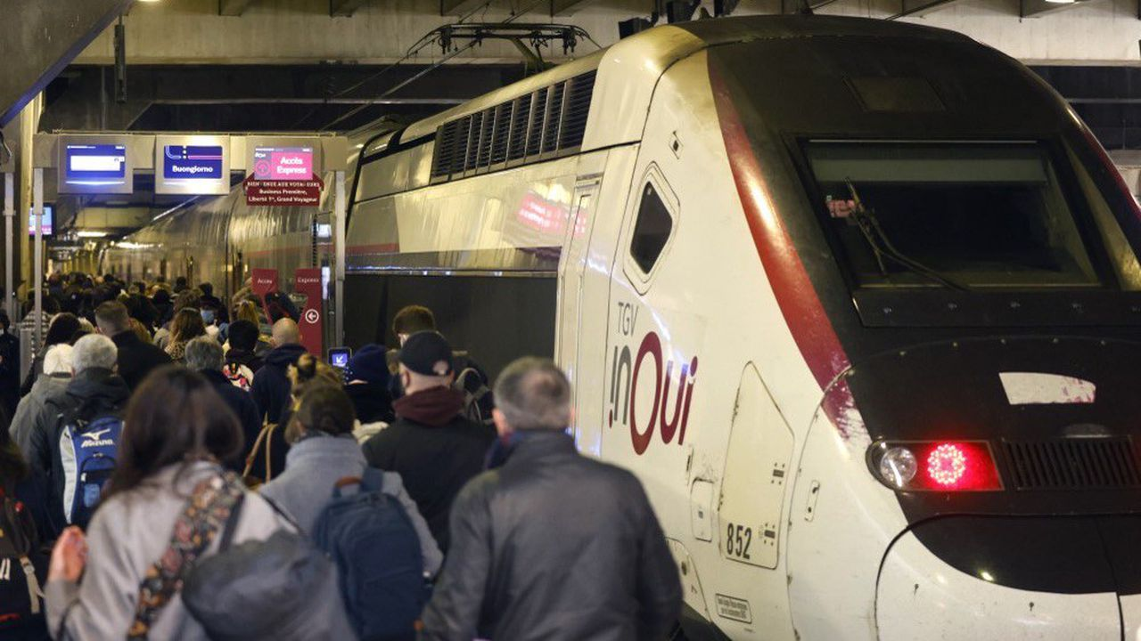 Le 19mars, les gares parisiennes ont fait face à un afflux de voyageurs désireux de quitter l'Île-de-France après l'annonce de nouvelles mesures de restriction anti-Covid.