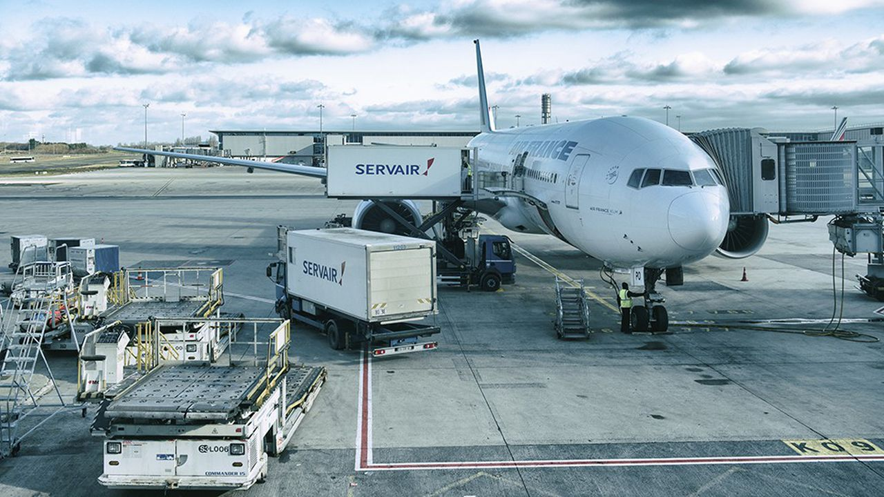 Fin 2016, Air France KLM a cédé 49,99% du capital de Servair, son prestataire de services à bord, à Gategroup, contrôlé par HNA, un conglomérat chinois à la structure opaque.