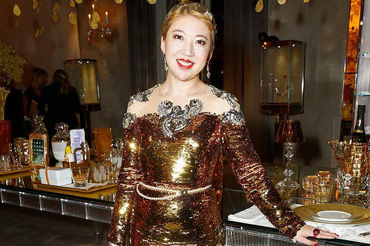 En septembre 2017, Coco Chu, alors propriétaire de Baccarat, recevait à Paris pour la présentation de la collection Goldfinger…