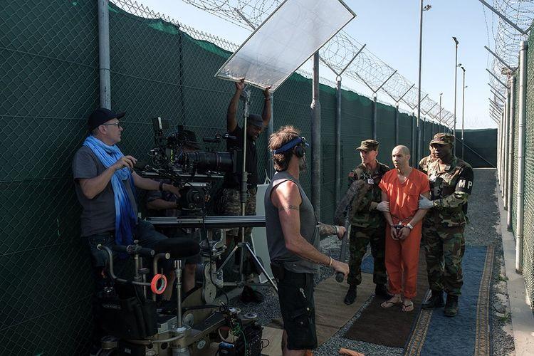 Sur le tournage de «Désigné coupable». Tahar Rahim endosse le destin de Mohamedou Ould Slahi, Mauritanien livré par son pays aux Etats-Unis et qui a passé quatorze à Guantanamo sans charges ni jugement.