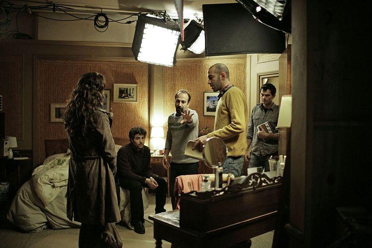 2013, sur le tournage du «Passé» du cinéaste iranien Asghar Farhadi. Bérénice Bejo, Tahar Rahim et le cinéaste.