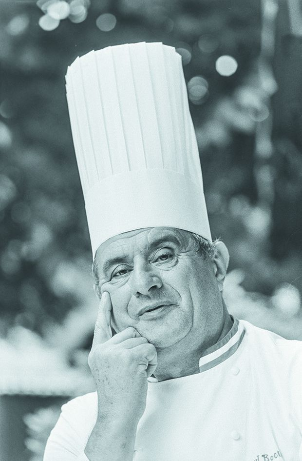 Grande difensore del cappello da cuoco: Paul Bocuse.  Il suo era di oltre 30 cm.