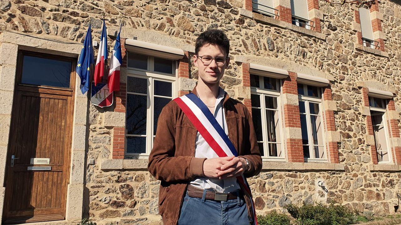 Hugo Biolley, 19 ans, est étudiant et maire de Vinzieux, en Ardèche.