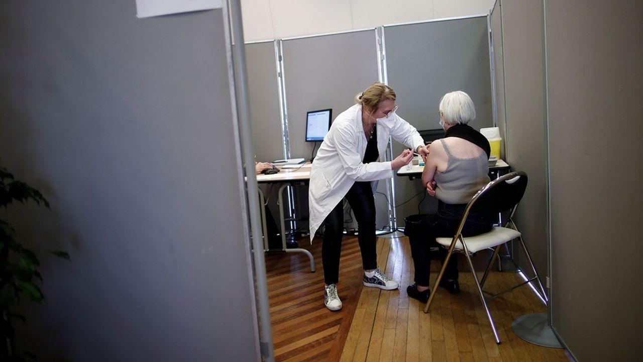 L'exécutif mise sur le déploiement de vaccinodromes pour tenir son objectif: permettre à tous les Français qui le souhaitent de se faire vacciner d'ici la fin de l'été.