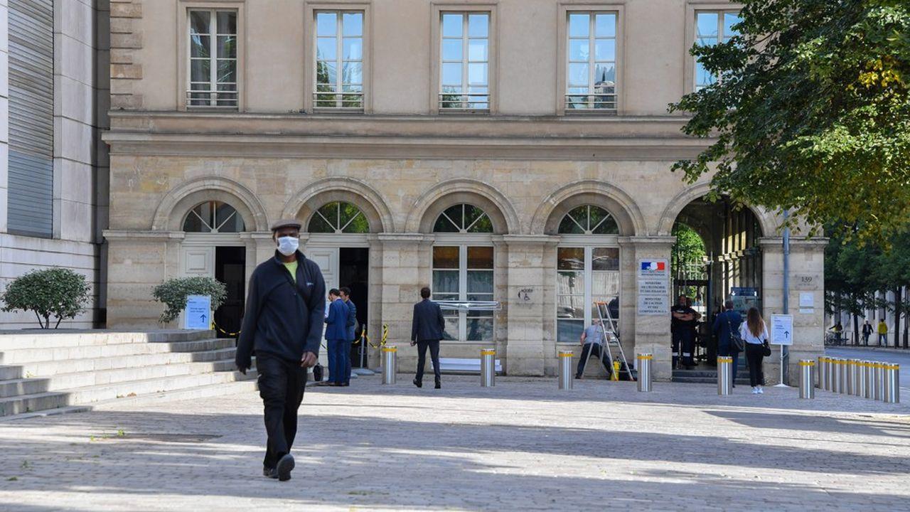Après une contraction exceptionnelle du PIB français de 8,2% l'an dernier, l'exécutif tablait jusqu'à présent sur un rebond de 6% cette année.