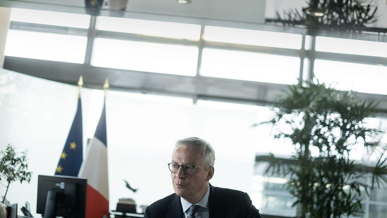 Bruno Le Maire, Ministre de l'Economie, des Finances et de la Relance dans sons bureau a Bercy.
