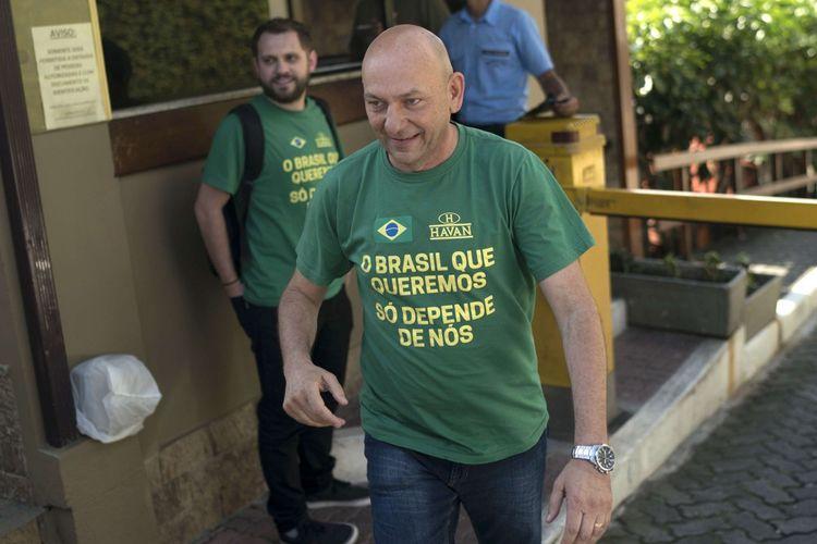 Luciano Hang, l'homme d'affaires haut en couleur et pro-Bolsonaro, a longtemps milité contre les restrictions sanitaires.