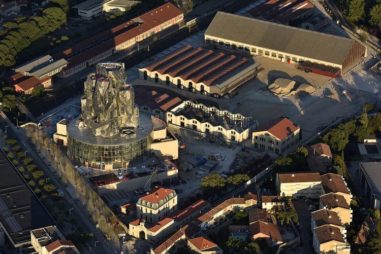 Vue aérienne du site, juin2019 Luma Arles, Parc des Ateliers, Arles (France). Sur 9 étages culminant à 56mètres au-dessus de la vieille ville, le bâtiment permettra l'accueil d'expositions de grande envergure.
