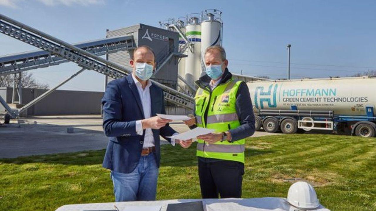 Julien Blanchard (à gauche), co-fondateur de HGCT, et Benoît Hennaut, président du directoire du groupe Herige, ont signé un partenariat technique pour produire des bétons décarbonés.
