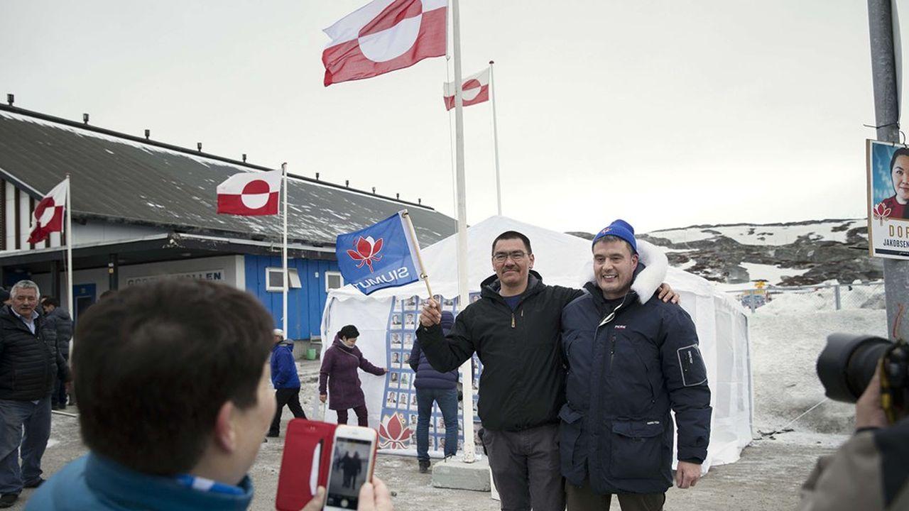 Au Groenland, Inuit Ataqatigiit (IA), parti de gauche opposé au grand projet d'extraction minière dans le sud du territoire, a obtenu 36,6% des suffrages et semble bien placé pour diriger la prochaine coalition parlementaire.