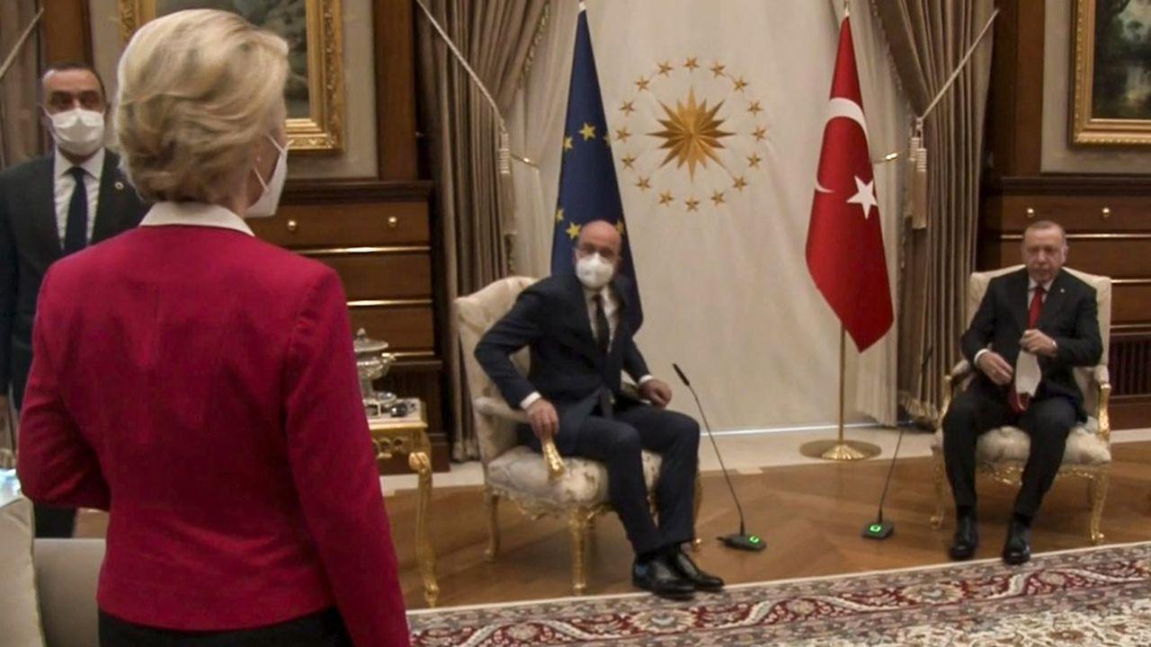 Ursula von der Leyen a vu rouge après avoir été reléguée sur le canapé lors de la visite des institutions européennes à Ankara, mardi.