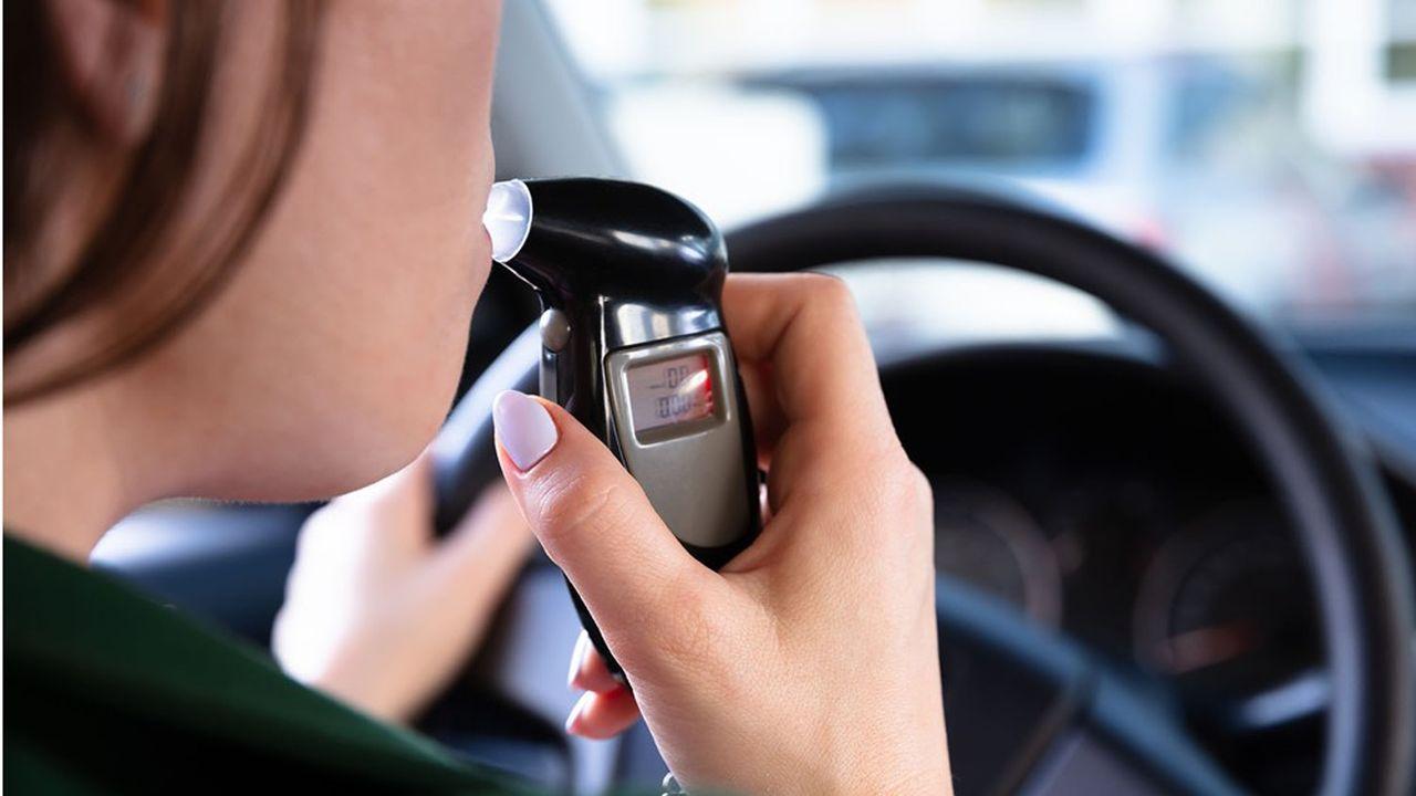Au volant, la limite autorisée du taux d'alcool dans le sang est de 0,5g/L.