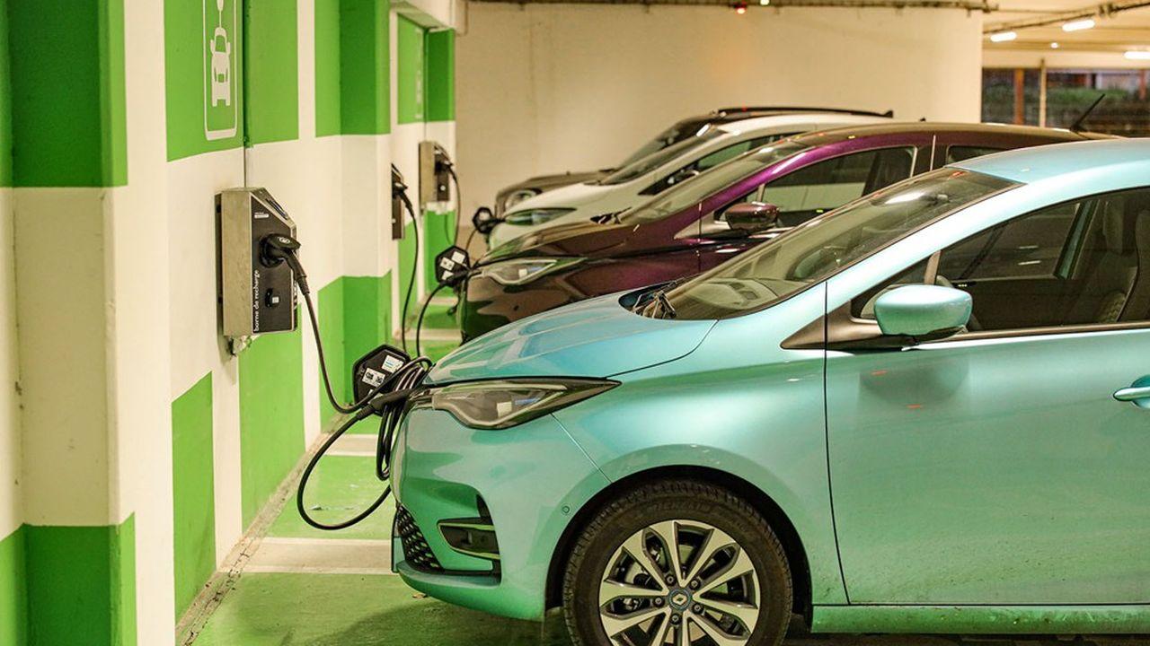 Qu'il s'agisse de voitures électriques ou d'hybrides rechargeables, les ventes de véhicules électrifiés ont explosé en unan.