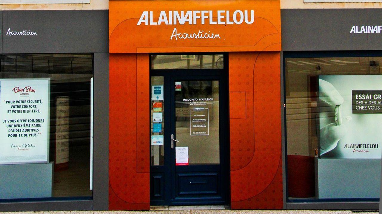 Dans les centres audio d'Alain Afflelou, la moitié des ventes sont désormais réalisées dans le cadre du dispositif 100% santé qui permet de s'équiper en étant intégralement remboursé.