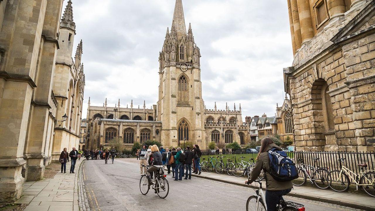 Depuis 1721, Oxford et sa rivale Cambridge ont fourni au Royaume-Uni 40 de ses 54 Premiers ministres. Ici, l'église universitaire de Sainte Marie la Vierge à Oxford.