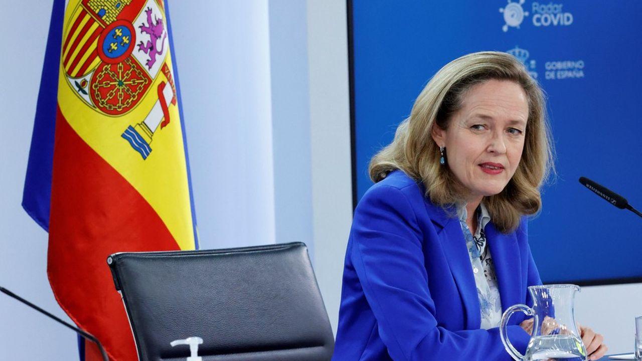 La ministre de l'Economie, Nadia Calviño, a revu les prévisions de croissance à la baisse, et annonce une progression du PIB de 6,5% en 2021 et de 7% en 2022.